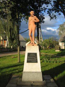 Pomnik Emilii Plater w Kopciowie Foto. wikipedia.pl