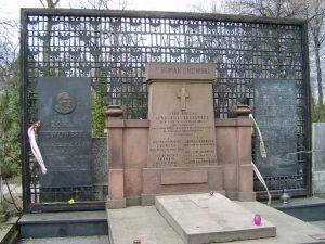Grób Romana Dmowskiego na cmentarzu Bródnowskim Foto. wikipedia.pl
