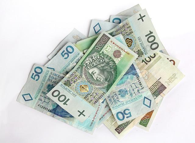 Afera KNF. Przewodniczący KNF oskarżony o korupcję na 40 milionów złotych.