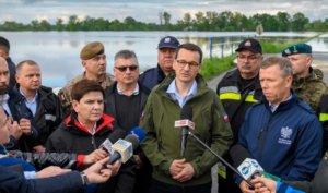 Premier Morawiecki w miejscu dotkniętym powodziami