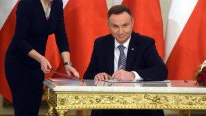 Andrzej Duda powołuje nowych ministrów