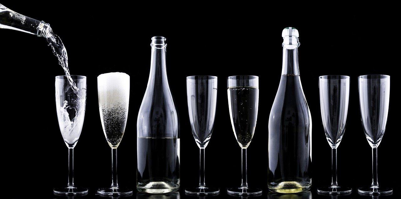 Niebezpieczne skutki izolacji, czyli alkohol a koronawirus