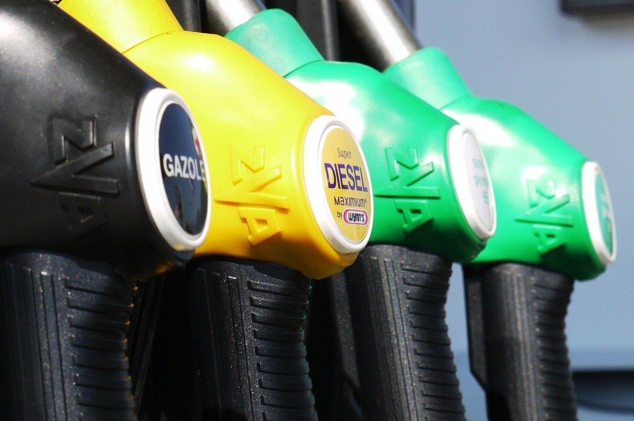 Ceny ropy naftowej spadły poniżej zera. Czy paliwo będzie jeszcze tańsze?