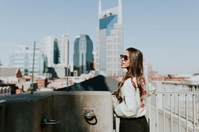 kobieta w mieście